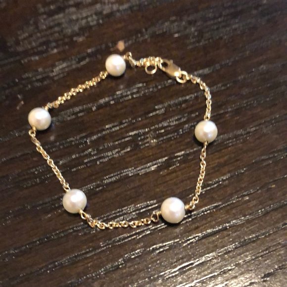 Jewelry - 14k gold and pearl bracelet